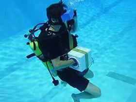 在水下模拟VR环境下的太空——VR全景